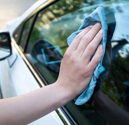 نظافت و شست شوی شیشه ماشین